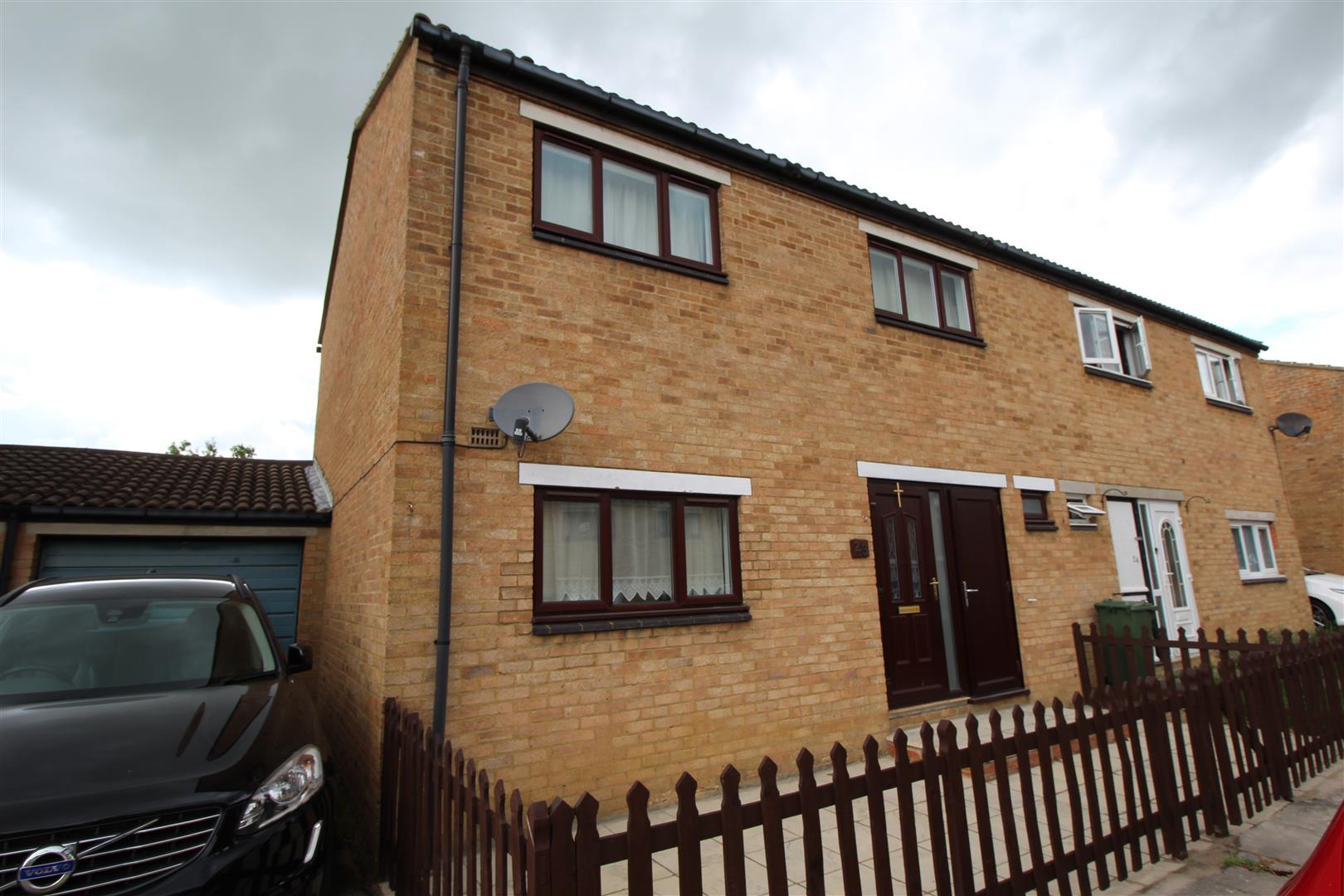 Spacious 3 bedroom semi detached house with a driveway alongside the property. The house briefly comprises: Entrance hall, lounge, kitchen/Diner with white goods, cloakroom, three bedrooms and the bathroom. The property has Upvc double glazing and gas he